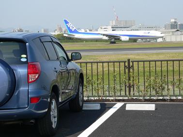 伊丹スカイパーク 駐車場 飛行機